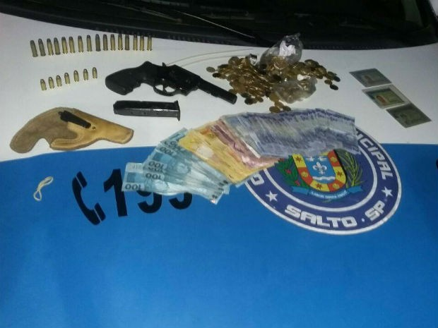 Grupo suspeito de roubo foge pelo telhado e um é detido em Salto (Foto: GCM Salto/Divulgação)