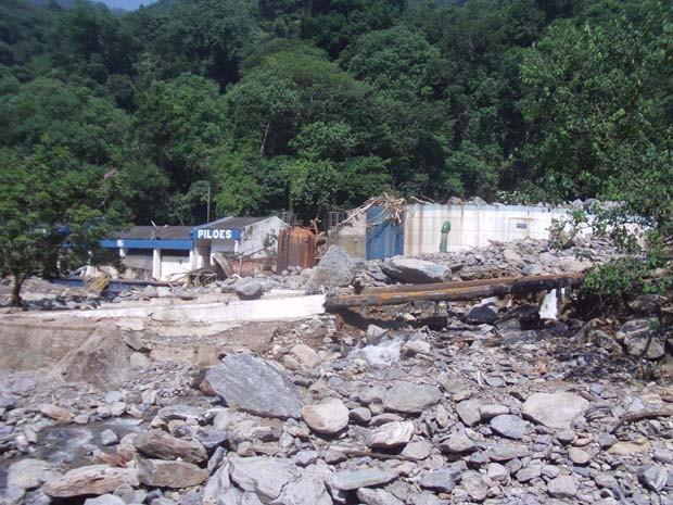 Estação de tratamento de água de Pilões, em Cubatão, ficou destruída  após deslizamentos de pedra causado por chuvas na  última sexta-feira (22) (Foto: Roberto Strauss/Arquivo pessoal)