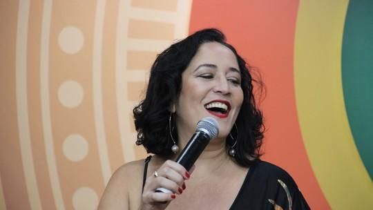 Em sua 1ª vez no 'Paneiro', Felicidade Suzy canta sucessos e fala da saudade de Manaus