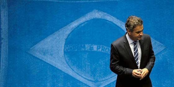 O senador Aécio Neves no plenário.O PSDB fica no governo o quanto puder (Foto:  Ueslei Marcelino/REUTERS)