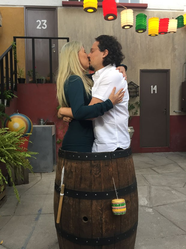A brasileira Luciana Yonekawa, de 29 anos, e o namorado, na Vila do Chaves. (Foto: Arquivo Pessoal/Luciana Yonekawa)