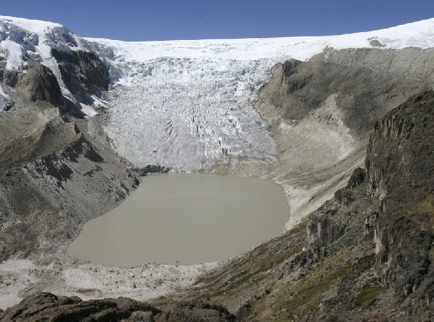 """A geleira de Quelccaya em 2008, já atingida pelo derretimento causado pelo aquecimento global (Foto: Lonnie Thompson/Universidade Estadual de Ohio/""""The New York Times"""")"""