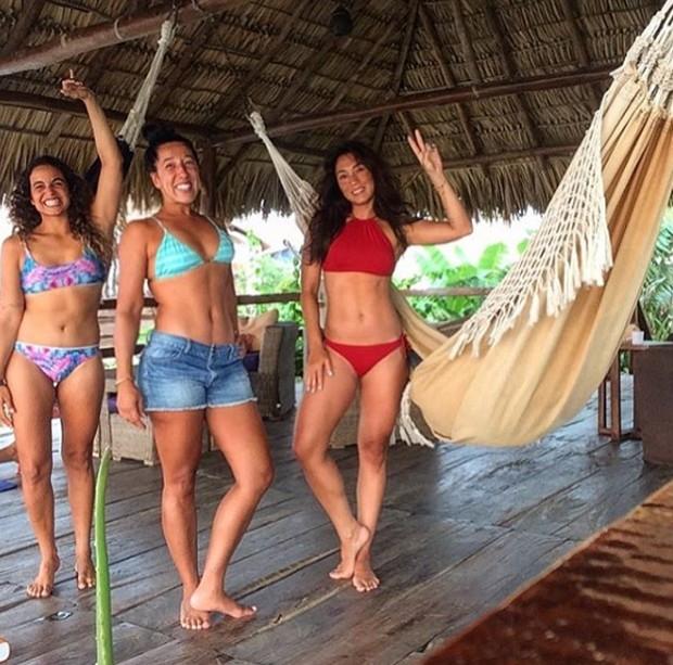Dani Suzuki com as amigas (Foto: Reprodução/Instagram)
