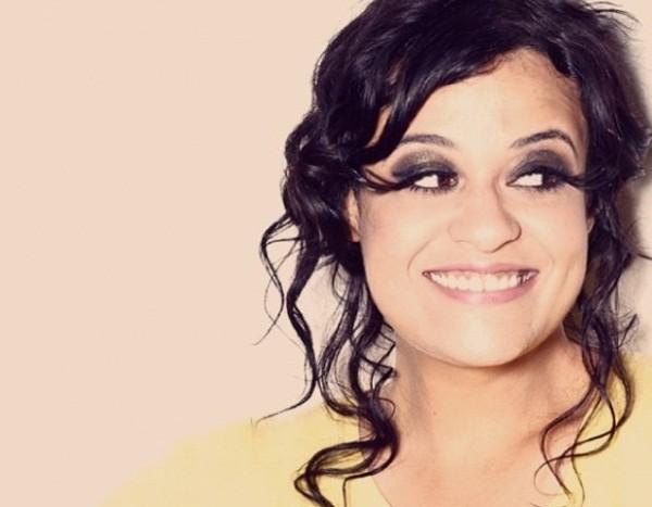 """A cantora e os cílios imensos: """"Acho sexy e gráfico, me inspirei em Ru Paul"""" (Foto: Divulgação)"""