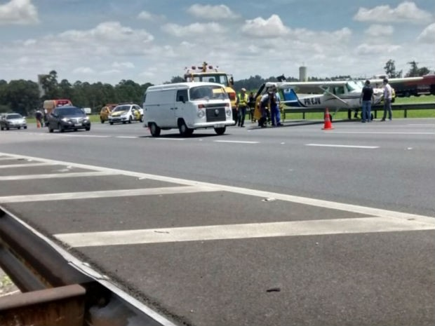 [Brasil] Vídeo mostra avião em pouso forçado na rodovia dos Bandeirantes Imgs_pouso_aviao3_271115