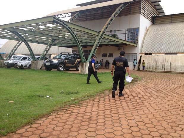 Polícia Federal deflagara Operação Ajuricaba na Casa do Índio em Porto Velho (Foto: Gaia Quiquiô/G1)