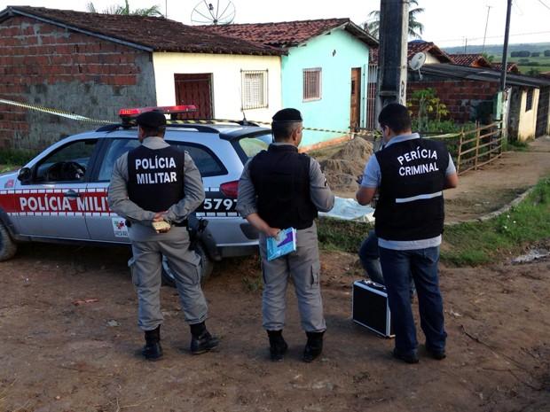 Crime aconteceu na rua onde o preso morava, por trás do presídio (Foto: Walter Paparazzo/G1)