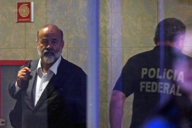 O tesoureiro do PT, João Vaccari Neto, chega à Polícia Federal para depor (Foto: Felipe Rau/Estadão Conteúdo)