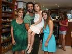 Marcos Palmeira recebe amigos famosos em evento no Rio