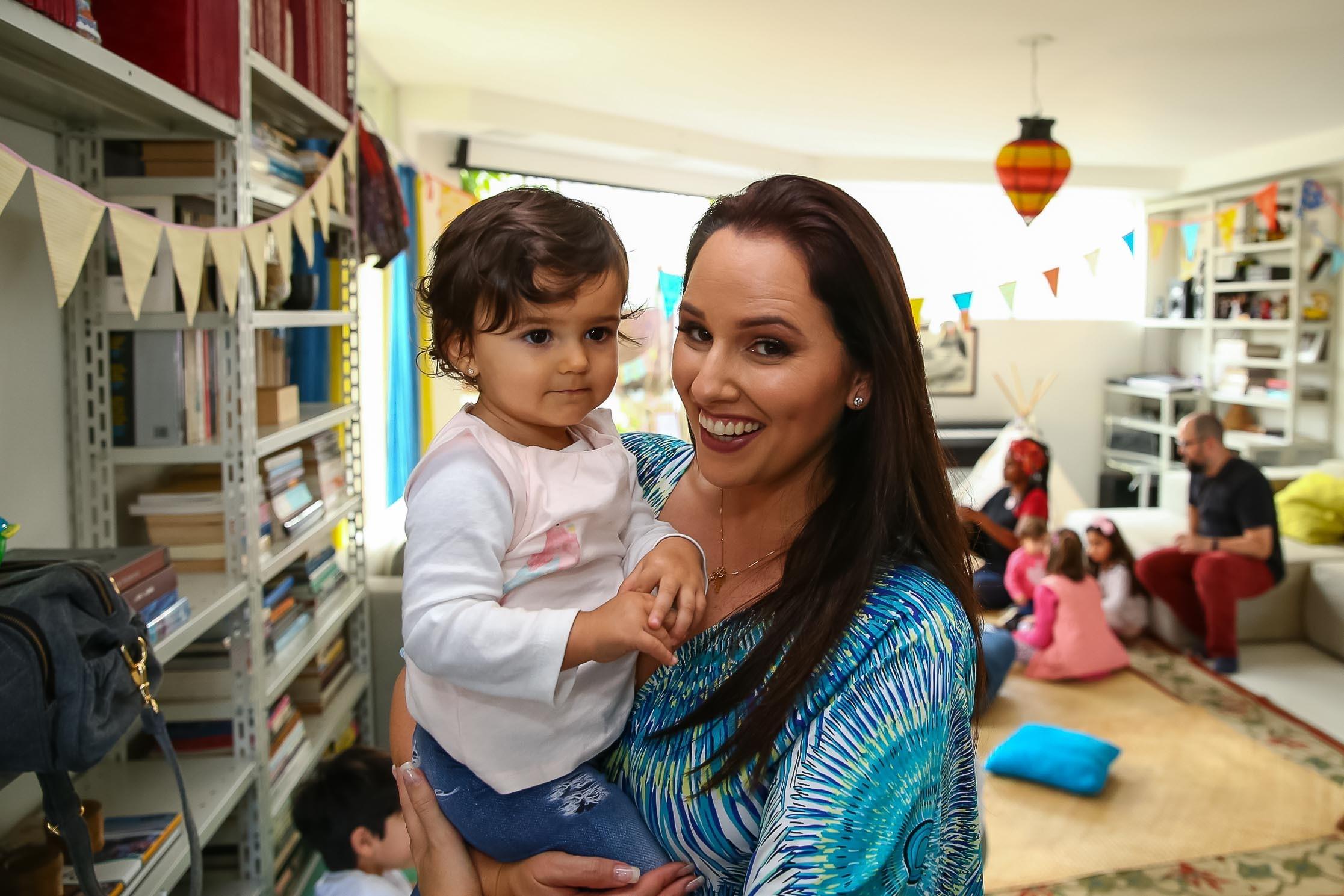 Mari Belém e sua filha Júlia, de 1 ano (Foto: Felipe Abe)