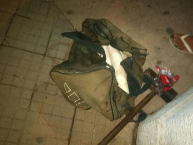 Na fuga, grupo abandonou material utilizado no ataque (Foto: Divulgação / Polícia Militar)