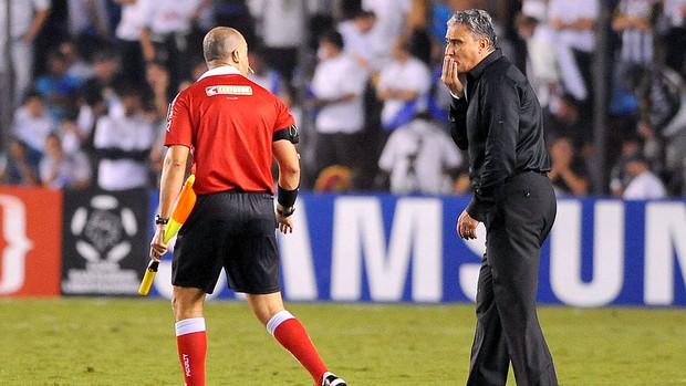 Tite na partida do Corinthians contra o Santos pela Libertadores (Foto: Marcos Ribolli / Globoesporte.com)