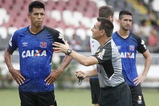 Julio dos Santos e Doriva, treino do Vasco (Foto: Marcelo Sadio / vasco.com.br)