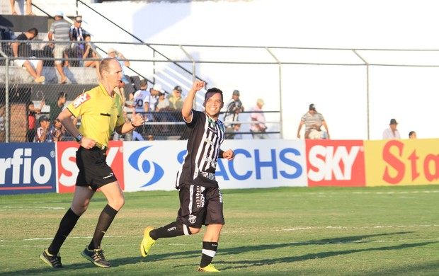 Lulinha comemora o primeiro gol do Ceará no jogo contra o ASA (Foto: Ailton Cruz/ Gazeta de Alagoas)