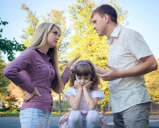 Pais devem aprender a não expor as crianças às brigas de casal, alerta psicóloga
