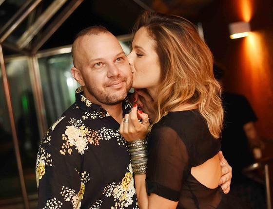 Cadinho e Sofie Mentens na festa de aniversário dele, que lotou a suíte de um motel carioca (Foto: Ari Kaye)