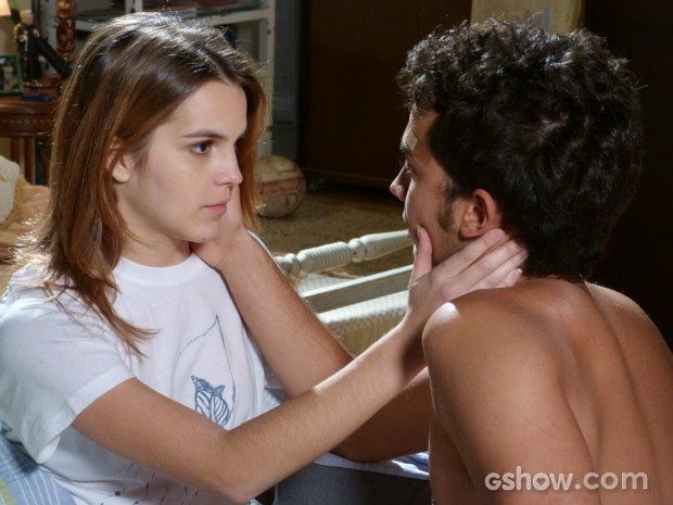 Anita leva um susto quando é pedida em casamento por Ben (Foto: Malhação / TV Globo)