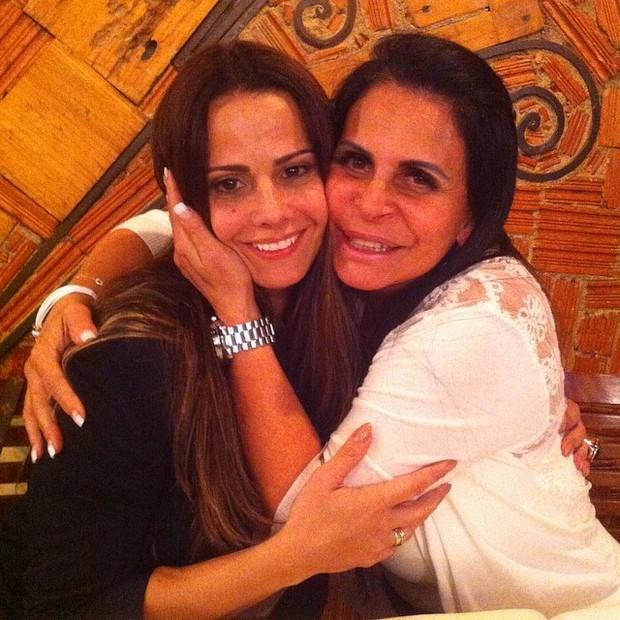 Viviane Araujo e Gretchen (Foto: Instagram / Reprodução)