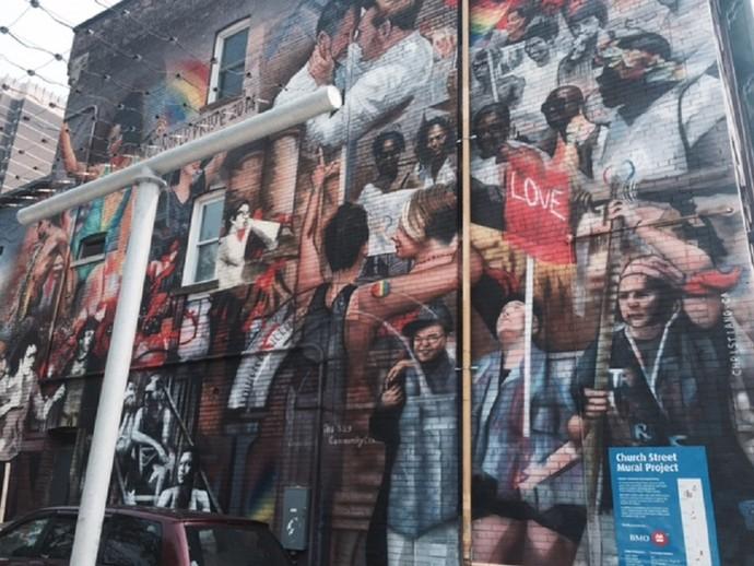 Muro do prédio anexo da Pride House, que é parceira do Pan 2015 (Foto: Amanda Kestelman)