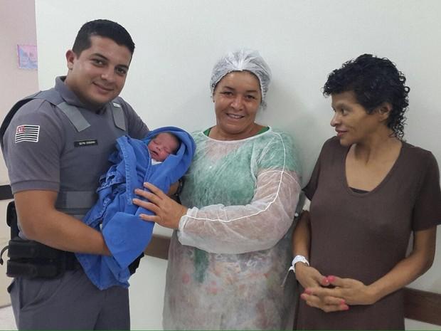 Policiais Militares se formaram há apenas dois meses e já realizaram parto (Foto: Arquivo Pessoal)