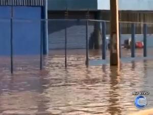 Avenida Joaquim Nelson, Zona Sudeste, ficou alagada (Foto: Reprodução/TV Clube)