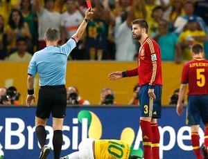 Gerard Pique cartão vermelho final jogo Espanha Brasil (Foto: Reuters)
