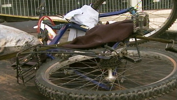 Ciclista morre atropelado em São José (Foto: Reprodução RBS TV)