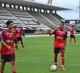 Maxwell e Bruno do CRB (Foto: Jota Rufino/GloboEsporte.com)