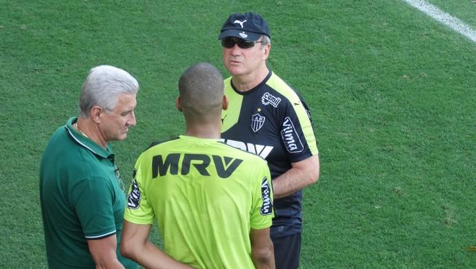 Leonardo Silva conversa com Levir e Maluf (Foto: Maurício Paulucci)