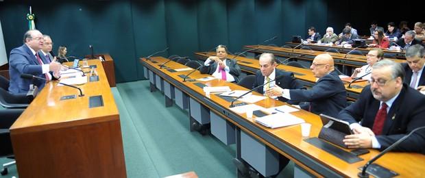 Grupo da reforma política da Câmara durante sessão nesta quinta (Foto: Lúcio Bernardo Jr/Ag.Câmara)