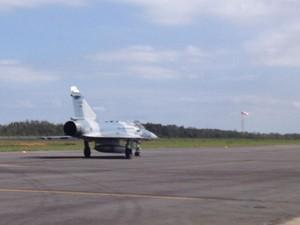 Caça Mirage 2000 decola para o último voo oficial (Foto: Tahiane Stochero/G1)