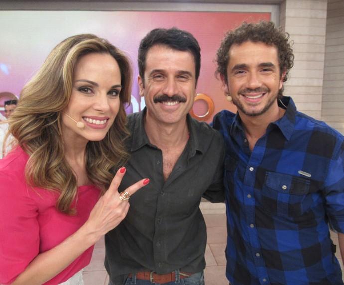 Ana Furtado e Felipe Andreoli posam com Eriberto Leão (Foto: Priscilla Massena/Gshow)