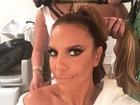 Ivete Sangalo se prepara para o desfile da Grande Rio e revela maquiagem