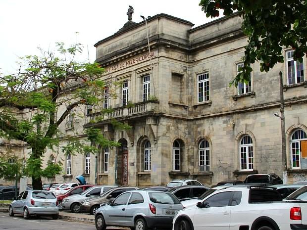 Prédio da Santa Casa de Misericórdia está fechado há dez anos (Foto: Camila Henriques/G1 AM)
