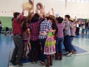 Alunos comemoram quadrilha nova em escola de São Carlos (Foto: Arquivo Pessoal/Yasmim Fiorentino)