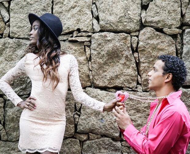 Renan Rosselini oferece seu coração para a amada (Foto: Raphael Dias/Gshow)
