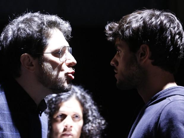 Guilherme Piva e Ana Paula Bouzas encaram o ator nas gravações (Foto: Ellen Soares / Gshow)