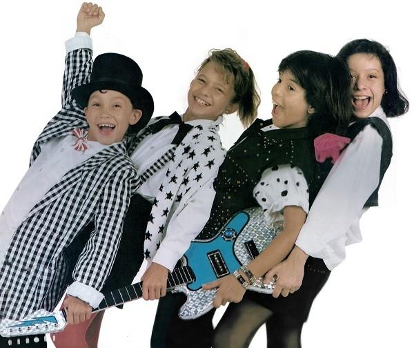 Contracapa do álbum de 1986: Juninho Byll, Amanda, Luciano e Patricia Marx (Foto: Reprodução)