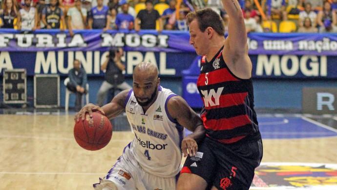 Larry Taylor Rafael Luz Mogi x Flamengo NBB Basquete (Foto: Antonio Penedo/Mogi-Helbor)
