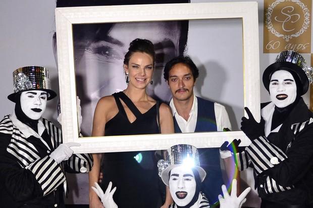 Letícia Birkheuer vai à festa com o namorado Allan Souza Lima (Foto: Roberto Teixeira / ego)