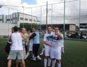 Jogadores do Ítalo fazem a festa do título municipal (Foto: Richard Pinheiro)