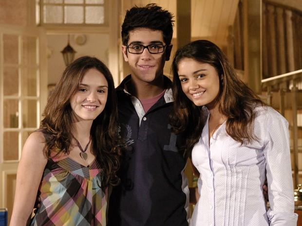 Isabelle Drummond, Miguel Rômulo e Sophie Charlotte nos bastidores de Caras & Bocas (Foto: Thiago Prado Neris / TV Globo)