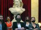 Feministas francesas usam barba falsa para protestar por igualdade