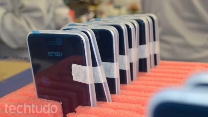 Flagramos o Zenfone 3 na linha de produção, em Manaus (Foto: Reprodução)