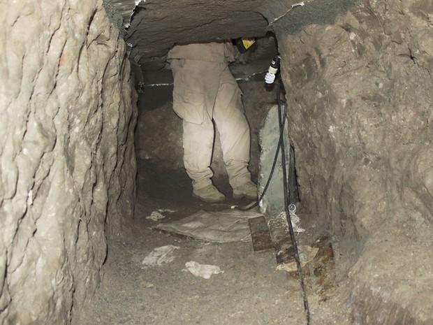 Túnel encontrado pelas autoridades americanas ligava o México e os EUA e era usado para transportar drogas e pessoas (Foto: Reuters/Immigration and Customs Enforcement)
