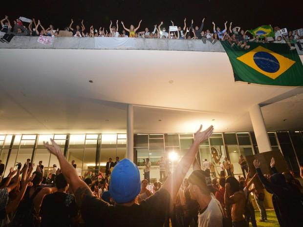 Fachada do Congresso, onde ficam jornalistas, também foi tomada por manifestantes no protesto em Brasília (Foto: Marcello Casal Jr/ABr)