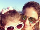 Carol Celico posa de óculos escuros com a filha: 'Amor da minha vida'