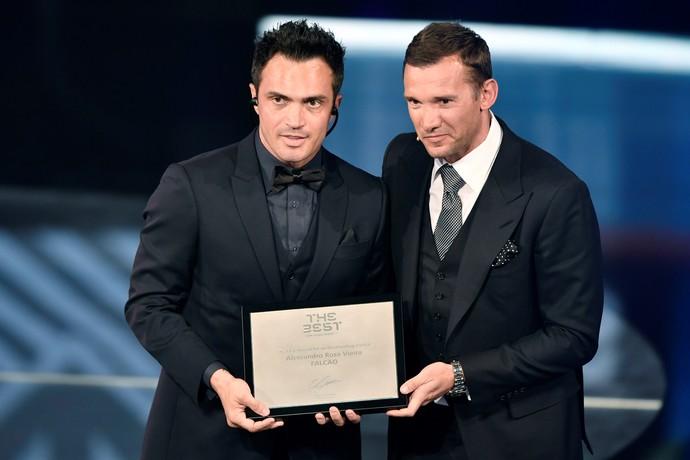 Falcão e Shevchenko prêmio Fifa (Foto: AFP)