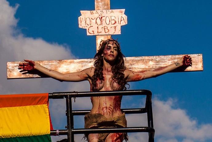 Manifestação contra a homofobia na 19ª Parada do Orgulho LGBT na Avenida Paulista, neste domingo (7)