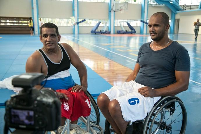 Mário Belo e José Júnior ajudaram Juan Paiva na preparação para viver Wesley (Foto: Raphael Dias / Gshow)